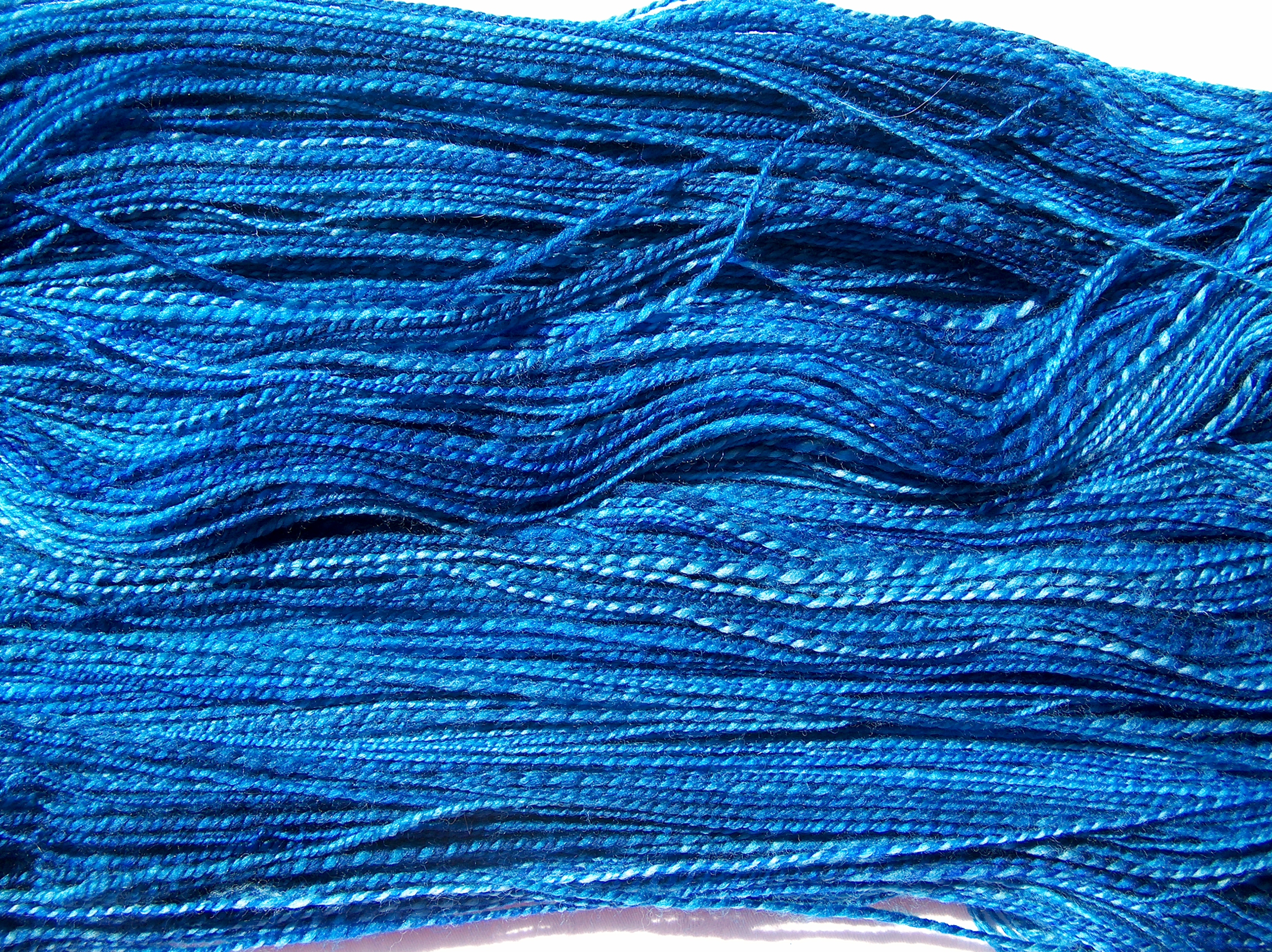 Superwash-Merino-Wolle in Blautönen ca. 150g