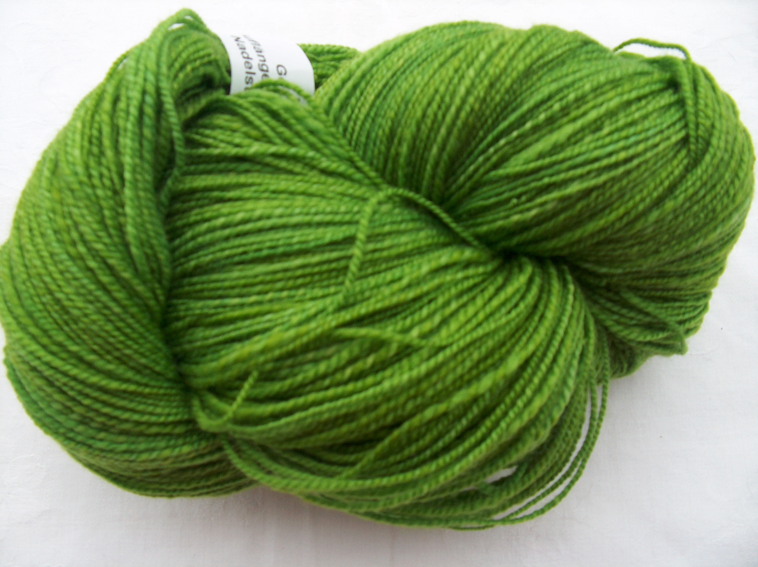 Superwash-Merino-Wolle in Grüntönen ca. 150g